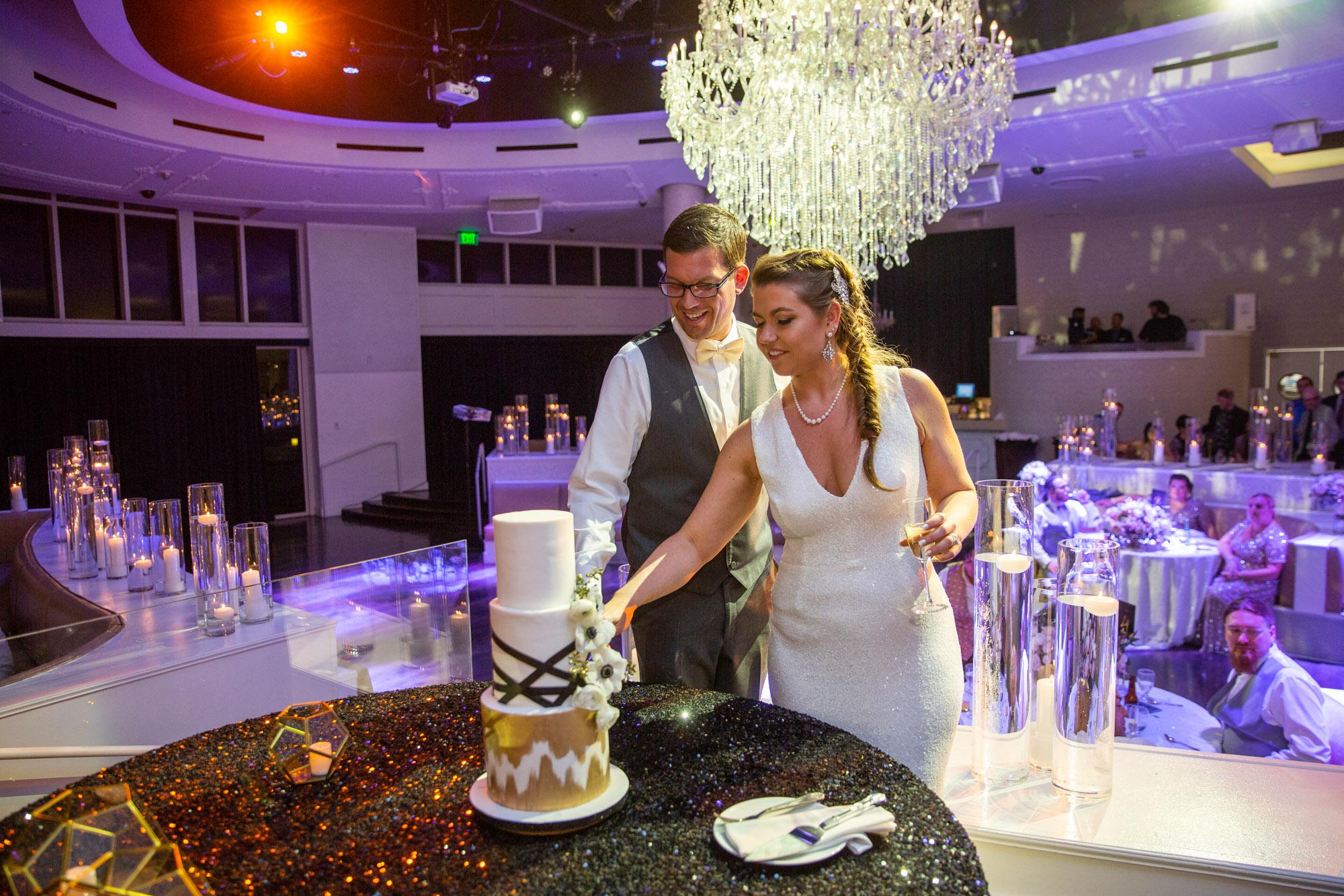 #lasvegasweddingplanners, #weddingplannerlasvegas, #weddingcoordinators, #lasvegasweddingcoordinators, #havanaroomlasvegaswedding #tropicanalasvegas #troplv #tropicanaweddinglasvegas #tropicanawedding #weddinglasvegas #luxuryweddingplanner #celebrityweddingplannerlasvegas #lasvegasstripwedding #cakecutting #cake #brideandgroom